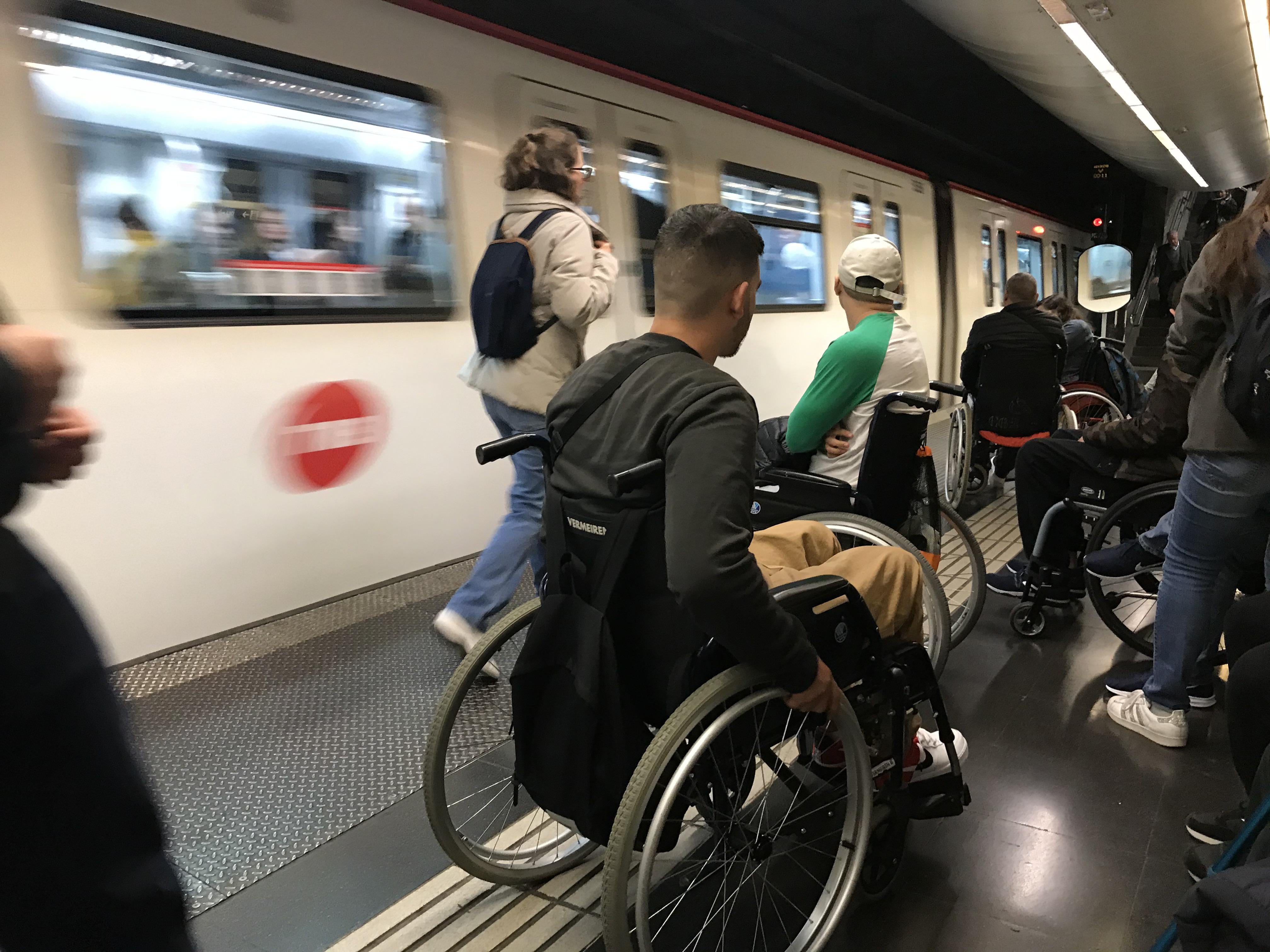 «Los transportes y estaciones de TMB siguen sin ser universalmente accesibles»