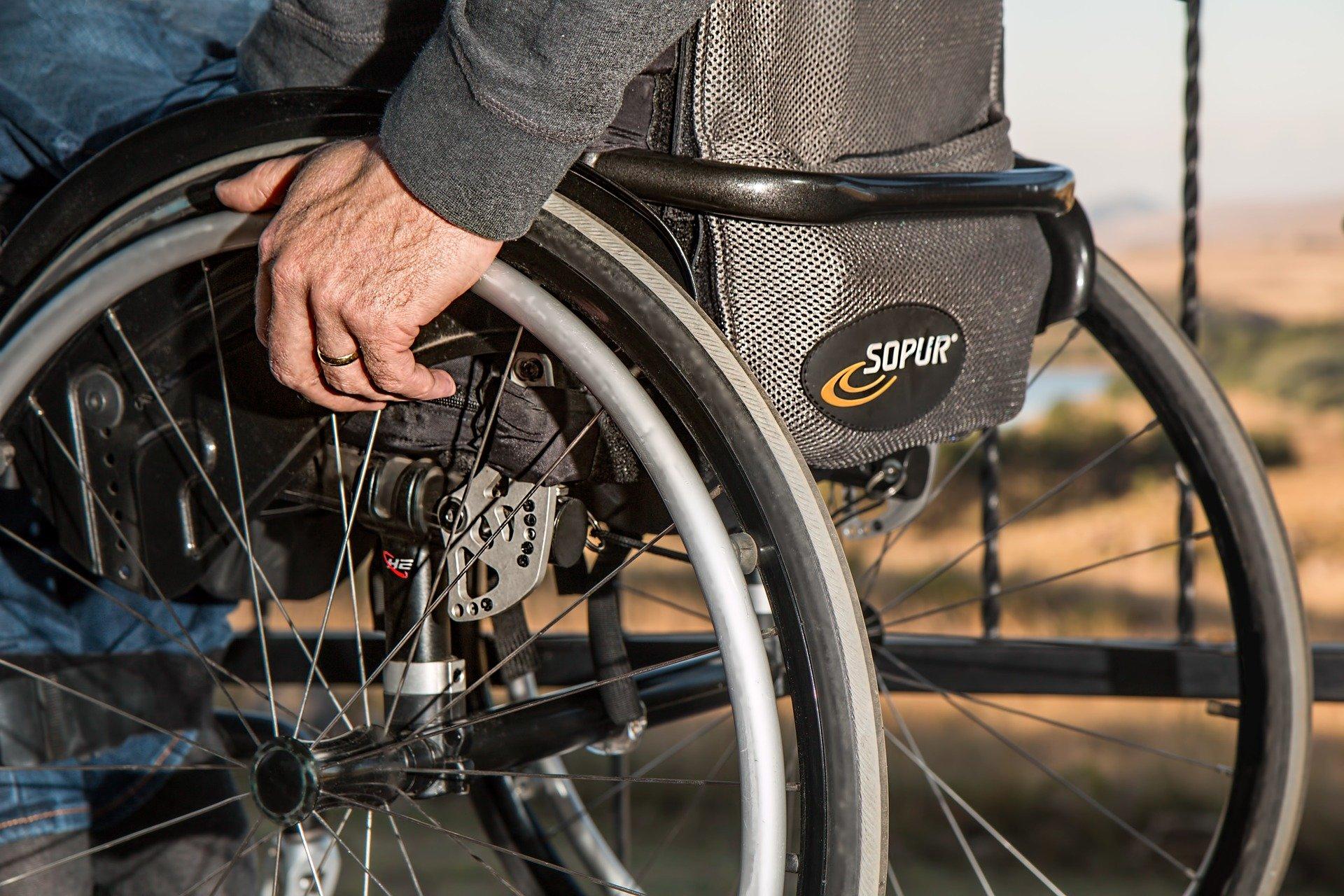 Los pacientes con discapacidad dan un aprobado justo a la accesibilidad de los servicios sanitarios